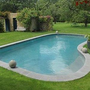 Une piscine citadine tr s design for Fontaine piscine design