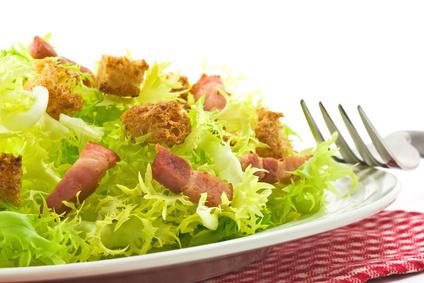 Salade frisée lardon crouton