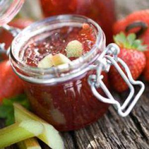 confiture de rhubarbe avec d'autres fruits