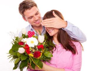 """Résultat de recherche d'images pour """"homme offrant des fleurs"""""""