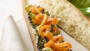 Tartine de saumon fume aux legumes
