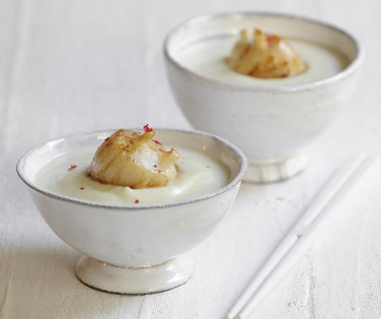 Veloute-de-chou-fleur-Saint-Jacques-cloutees-a-la-truffe-blanche