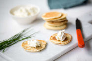 Blinis ciboulette fromage frais