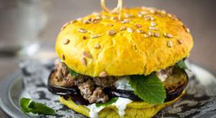 Burger agneau sauce yaourt à la menthe