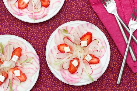 Salade de fraises, radis et betterave