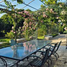Wrought iron, an impressive option for the garden