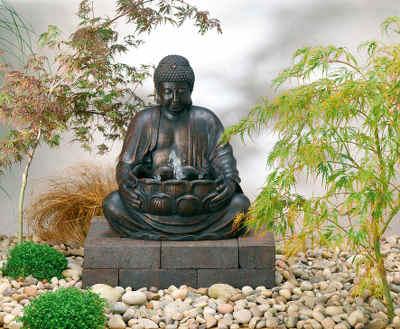 Jardin japonais : arbres, plantes et objets décoratifs