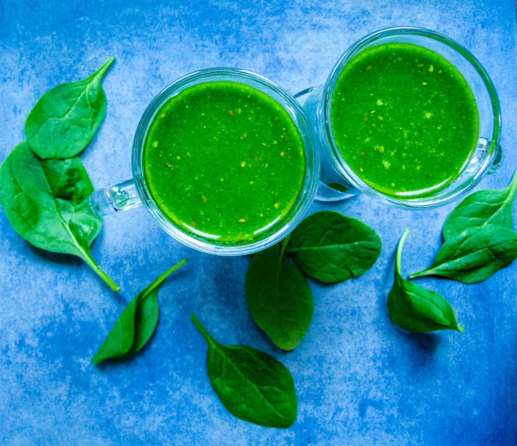 Health benefits of spinach are maximized in a raw spinach smoothie.