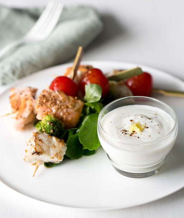 Brochette poisson sauce yaourt gingembre