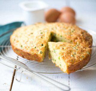 recette de gâteau au yaourt salé au jambon et aux petits pois.