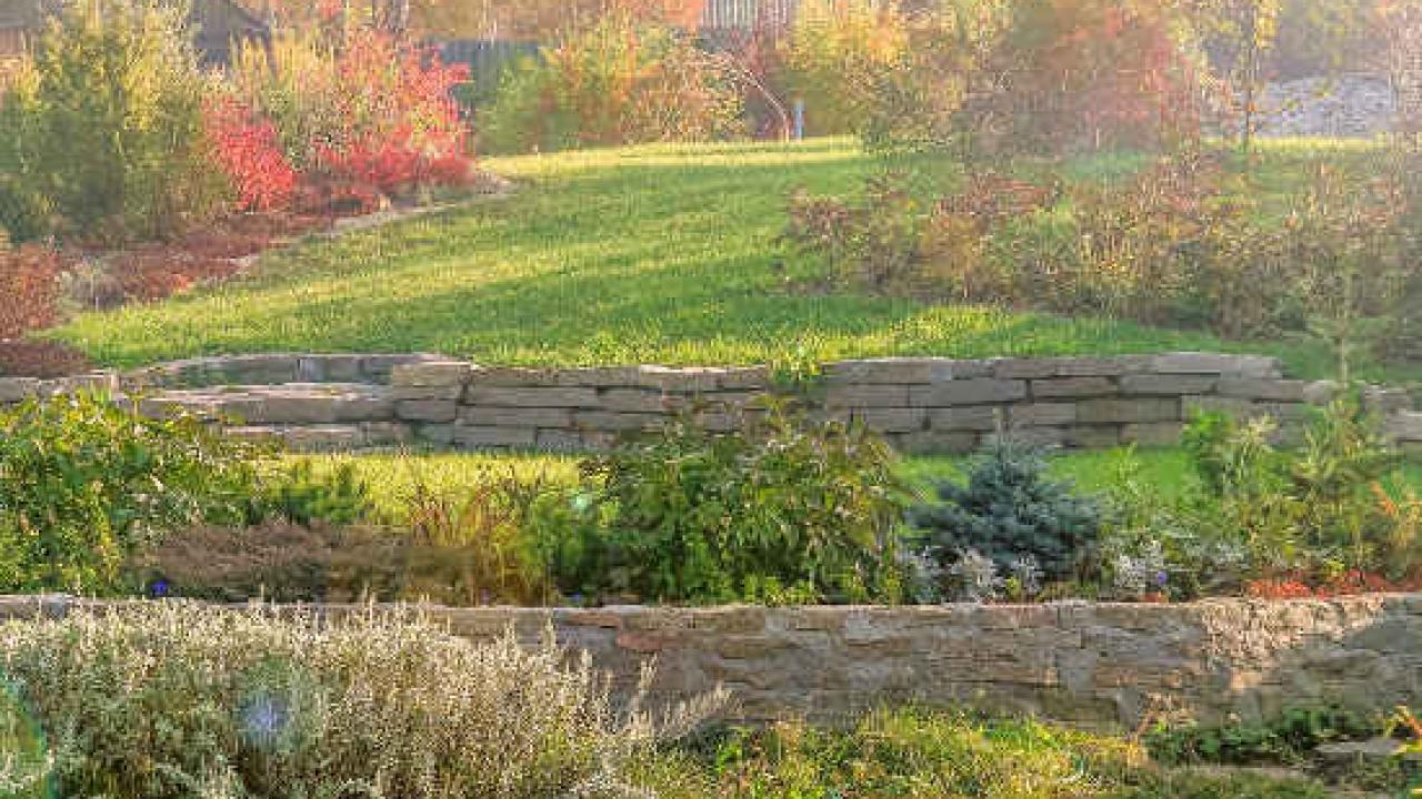 Comment Aménager Son Jardin En Pente jardin en pente : des idées pour aménager