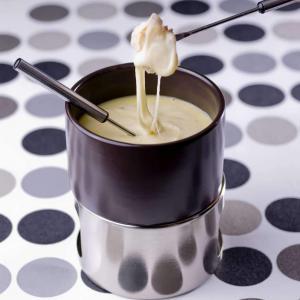 Fondue savoyarde la recette facile et rapide for Plat convivial rapide