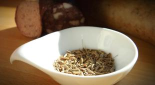 A saucer with caraway seeds dishes out great benefits.
