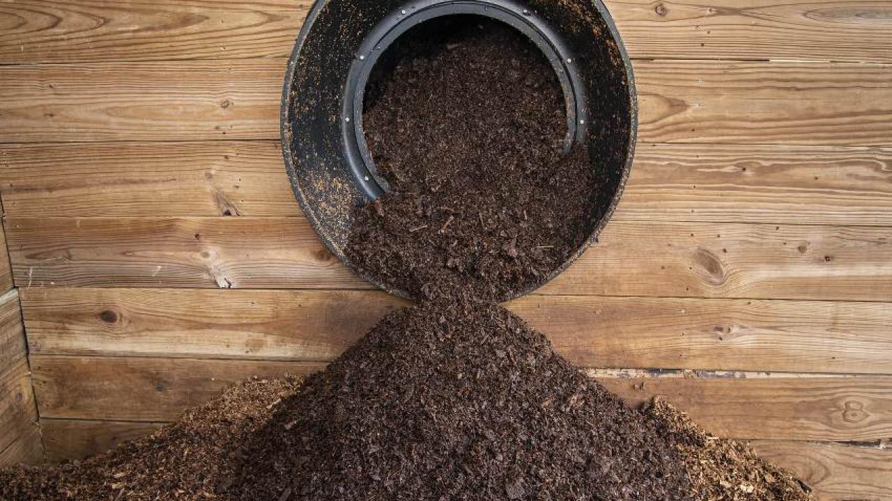 Fabriquer Un Composteur Avec Des Palettes compost : apprendre à bien composter ses déchets