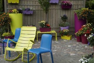 mobilier de couleur jardin exterieur