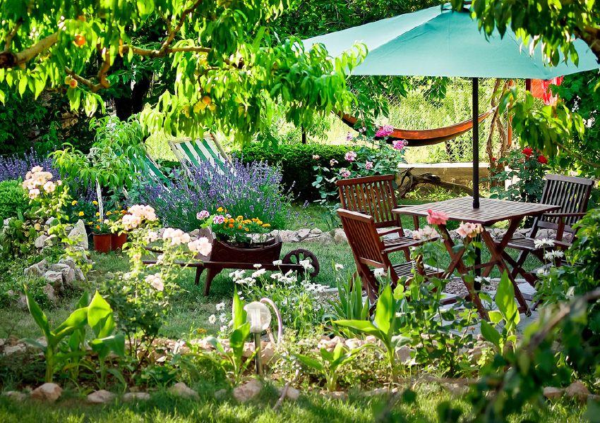 Espace détente dans un petit jardin