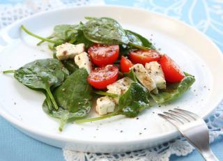 Salade epinards tomates cerises et chevre
