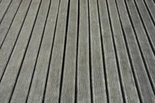 eviter terrasse bois qui grise grisaillement traitement